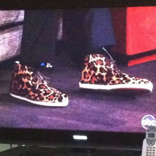 @iamkobebryant What the hell are these??!! AirAfrica LeopardLoafers ??? EndangeredSneakers