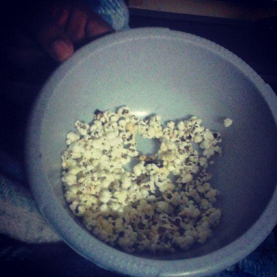 """Quando o Papi está em recuperação, há que mimar hahah Popcorn Ooh  """"vício"""" ?"""