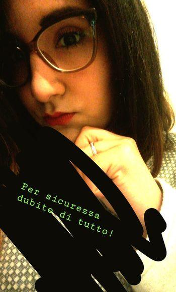 Per sicurezza, dubito di tutto! Eyeglasses  Young Women Headshot Portrait Close-up Iris - Eye Head And Shoulders Glasses Pensive