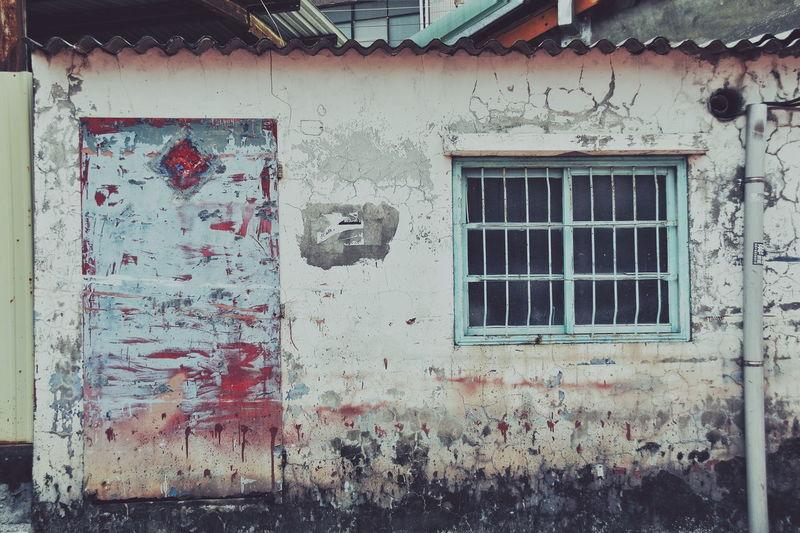 ゆ2017.07.26 EyeEm Nobisclass😛 The View And The Spirit Of Taiwan 台灣景 台灣情 VSCO Vscocam ゆ在小巷小弄裡 窓萌 壁萌 鳳山 高雄市 Taiwan