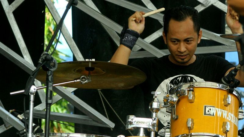 Play drum Drummer That's Me Musicians Onstage Music Is My Life Musician Rock N Roll Photos Around You