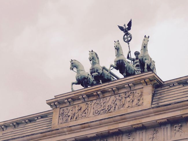 Quadriga auf dem Brandenburger Tor Architecture Building Exterior Built Structure City City Gate Horse Iron - Metal Monument Sculpture Statue Travel Destinations
