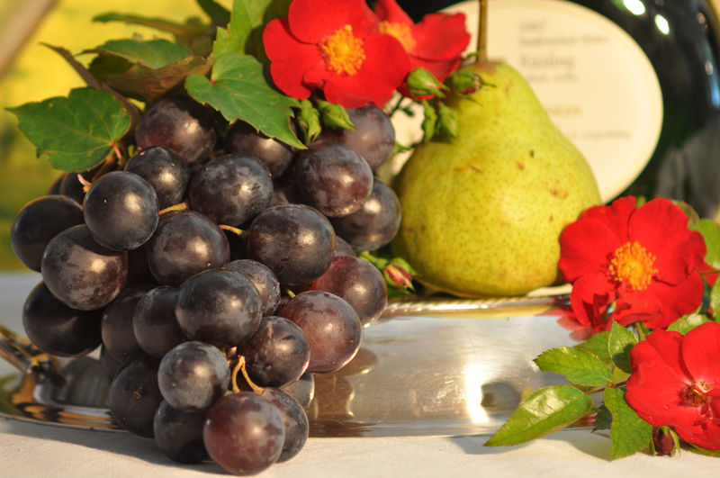 bunches of grapes Abundance Bunches Of Grapes Close-up Composition Food Food And Drink Freshness Fruit Full Frame Healthy Eating Healthy Lifestyle Indoors  Large Group Of Objects Organic Red Ripe Still Life Temptation Variation