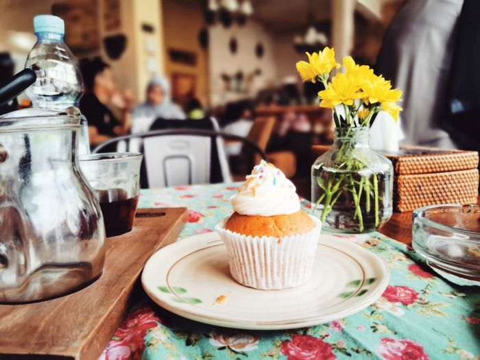Sunday afternoon, hang with a simple homemade cupcake and cold drip coffee. neat.
