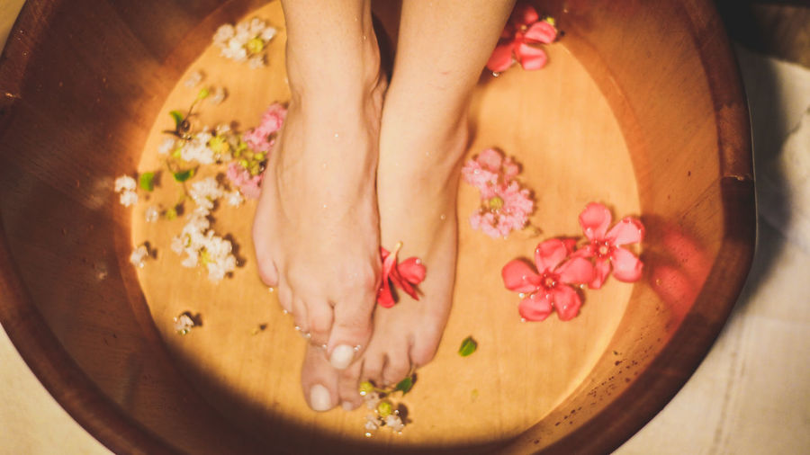 Spa Beauty Flower Human Body Part Relaxation Women Beautiful Woman Wellbeing Beautiful People Pampering One Woman Only Only Women Adult Close-up Spa Treatment Yellow Healthy Lifestyle People Beauty Spa Adults Only Body Care
