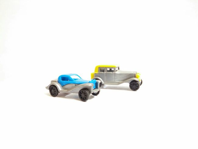 Indoor white background photography RBK OnePlusX Smartphonephotography Toys Indoors  Indoors  Simplicity Close-up Studio Shot White Background Cars Car Blue Yellow Yellow Car Blue Car Overexposure
