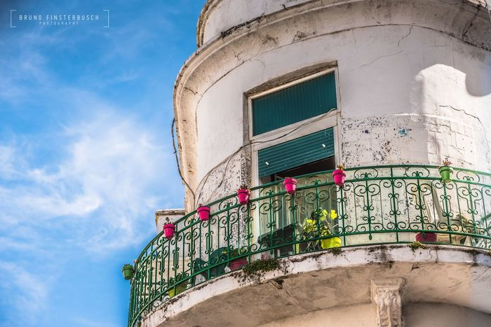 Un balcón especial de Tétouan 🇲🇦/ A special balcony of Tétouan 🇲🇦. Disfrutando mucho de mi viaje fotográfico por Marruecos. Enjoying my photographic travel in Morocco. Architecture Built Structure Building Exterior Low Angle View Day No People Outdoors Sky Balcony Eye4photography  EyeEm Gallery EyeEmBestPics EyeEm Best Shots House Photooftheday Colors Architecture Cityscape Old Buildings Cultures Culture Landscape EyeEm Eyeemphoto Beautiful