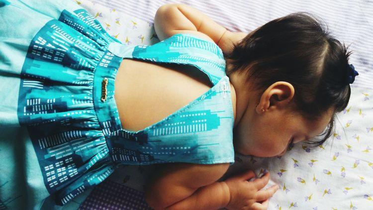 uma plenitude #baby #javababy #Dress #dreams #meupingodeamor EyeEm Selects Young Women Portrait Headshot Beautiful Woman Lying Down Relaxation Women Beauty Human Face Close-up