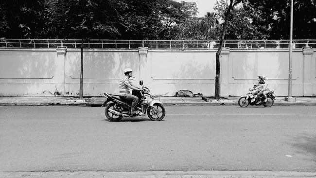 People Watching Street Photography Eyeemvietnam ASIA Traveling Travel Wanderlust Vietnam Motorbike