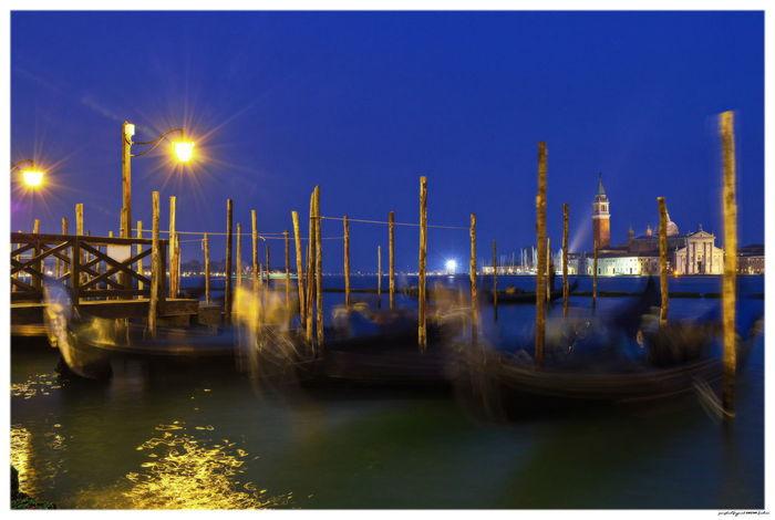 Italia Italien Venedig Venezia Canal Gondola - Traditional Boat Illuminated Italy Night Outdoors Sea Venice Water