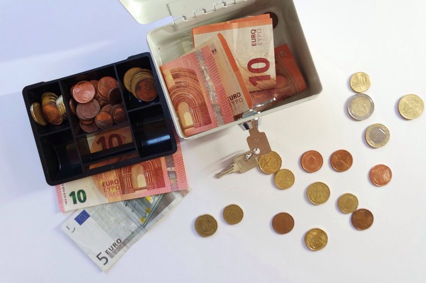 Money Cashmoney  Cash Euros Cents  European  Finance Savings Purse Coins Bank Budget 10Euro Change Currency