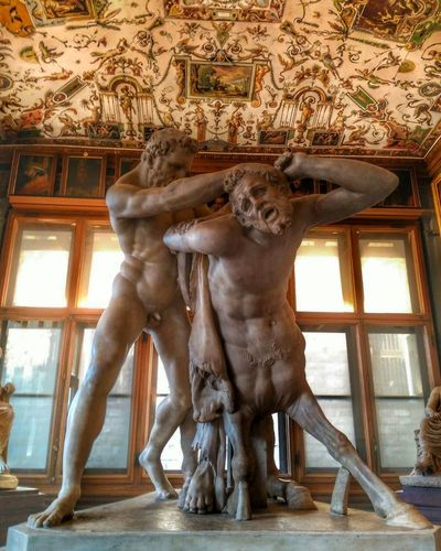 Hercules Ercole Ercole E Nesso Florencia Firenze Museo Museum Gallery Galleria Degli Uffizi Uffizi Statue Art And Craft Sculpture Human Representation Indoors  Gold Colored