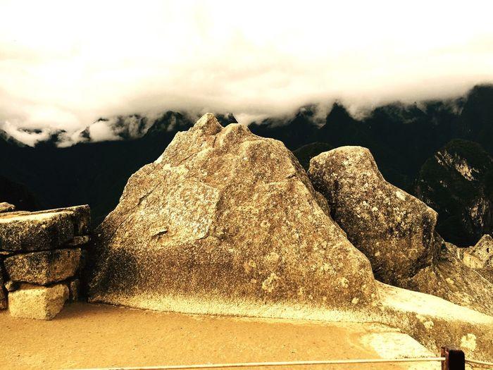 Replica Inca de montañas en Machupicchu