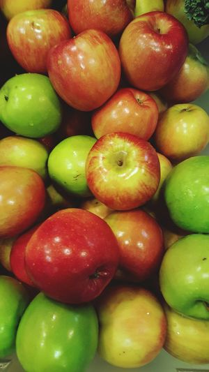 Fruit Food Freshness Healthy Eating Food And Drink Red No People Full Frame Large Group Of Objects Backgrounds Day Close-up Outdoors Granny Smith Apple Green Color Freshness Red Food And Drink Apple - Fruit