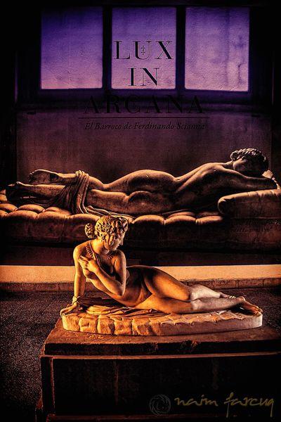 """La escultura: """"Bacchante couchée"""" Obra en mármol de Jean-Jacques Pradier (1790-1852) Y de fondo: """"El Hermafrodita durmiente"""" Encontrada en Roma, en 1608 por Cardenal Scipione Borghese quién al ver la hermosura de la escultura pidió al escultor Gian Lorenzo Bernini que restaurara la obra. Fotografía lograda en el Museo de San Carlos CDMX EyeEmBestPics EyeEm Masterclass First Eyeem Photo Eyeemphotography EyeEm Gallery EyeEmNewHere EyeEm Best Shots The Week on EyeEm Cdmx Arte Sculpture Indoors  No People Architecture Window"""