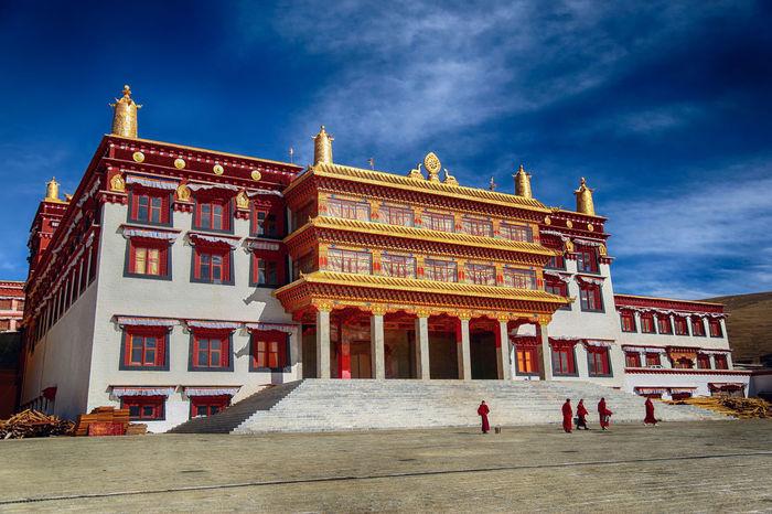 西藏 中国 佛教 僧人 建筑摄影 蓝天 西藏