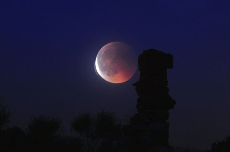 Blood Moon Eclipse Lunareclipse Badmoonrising #ruins #LunarEclipse2018 #eclipse Astronomy Moon Half Moon Clear Sky Moonlight Sky