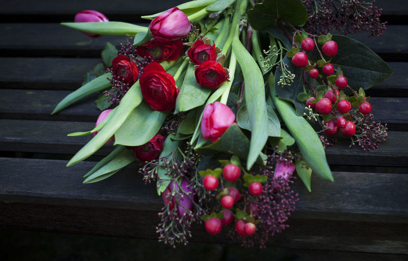 Fresh Flowers Freshness Tulips Buquet Close-up Florist Floristry Flower Flowers Green Color Leaf Nature Red Flowers