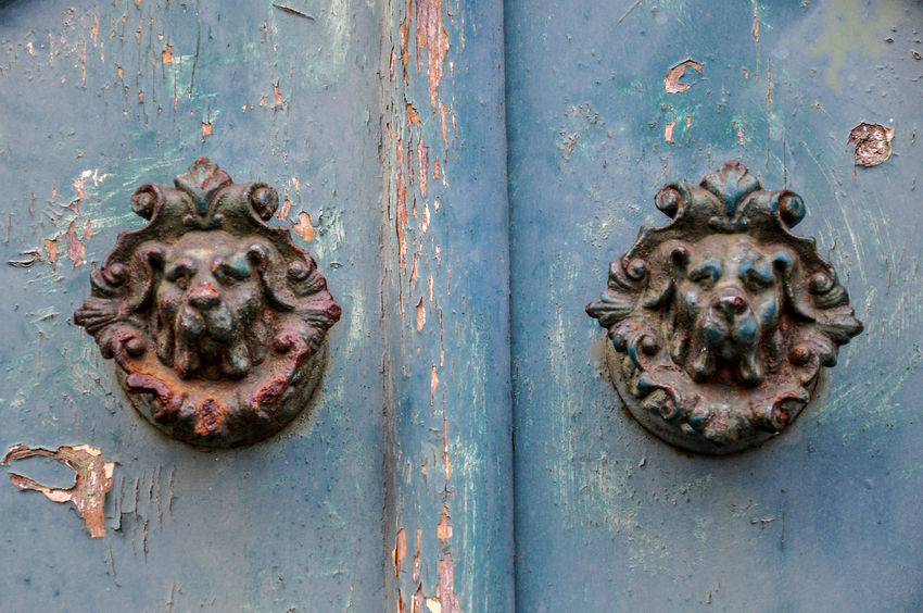 Animal Representation Animal Themes Architecture Art Art And Craft Built Structure Close-up Creativity Day Door Door Knob Door Knocker Lion - Feline No People Old Outdoors Rusty Tür Türklopfer Türknauf Wall Wall - Building Feature Weathered Wood - Material Wooden