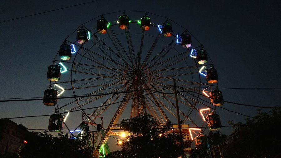 EyeEm Selects Illuminated City Ferris Wheel Amusement Park Ride Arts Culture And Entertainment Amusement Park Multi Colored Sky Big Wheel Large Carousel Traveling Carnival Fairground Fairground Ride Carnival - Celebration Event Carnival Rollercoaster