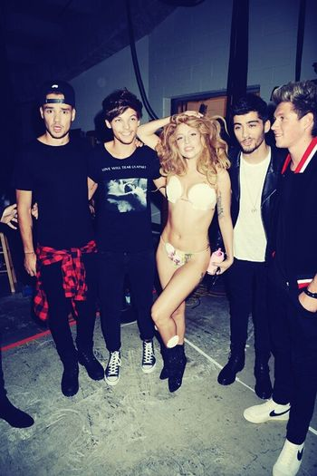 Liam, Louis, Zayn and Niall with Lady gaga backstages One Direction Lady Gaga Mtv Vma
