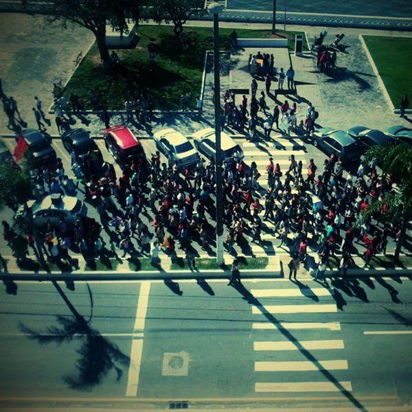 E o povo de Macaé vao se juntando para o Protesto !!!