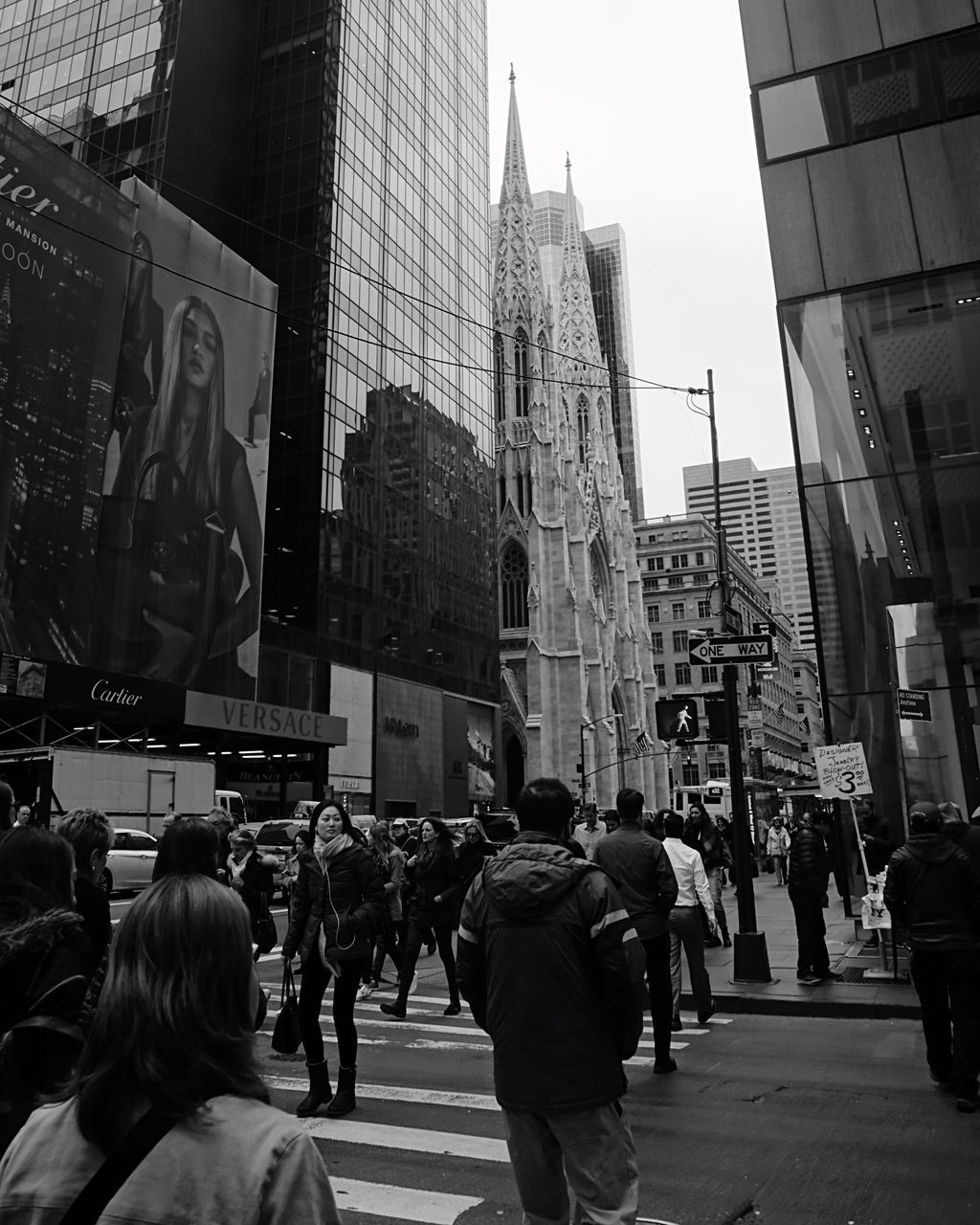 architecture, building exterior, city, built structure, city life, large group of people, real people, street, skyscraper, walking, men, modern, women, day, road, outdoors, crowd, people