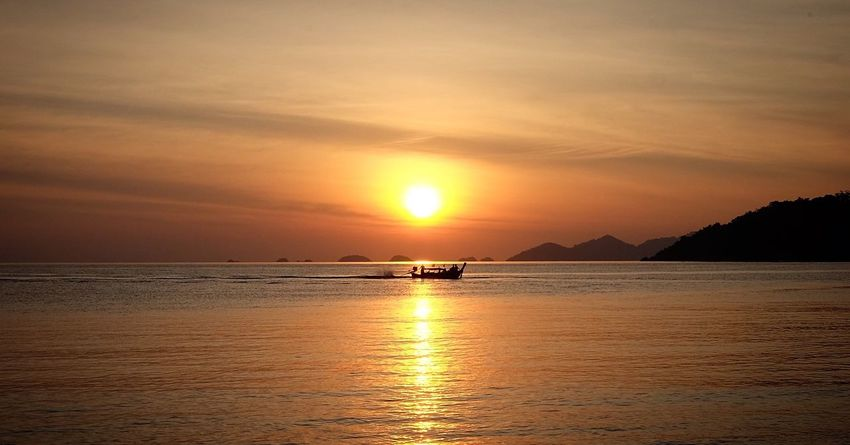 Sunset Sea Beauty In Nature Reflection Water Tranquility Nature Sun Scenics Tranquil Scene Sky Outdoors Idyllic Horizon Over Water Waterfront No People Day Thailand Tourism Vacations Beauty In Nature
