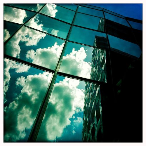 Clouds are mirrored in the windows of a modern office building Wolken Spiegelung Fenster Bürogebäude Office Modern Cloud - Sky Architecture Sky Built Structure Building Exterior Low Angle View Building
