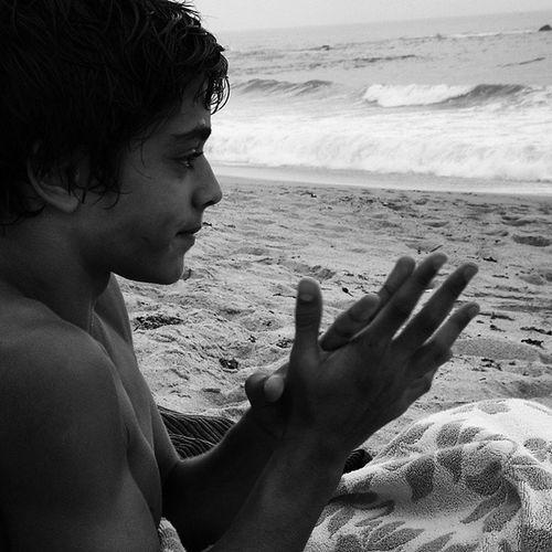 Um pouco enfadado NoInverno Praiaspretoebranco Briol Elevado Mar Semazul Semgolfinhos AusênciadesereshumanosfemeninosdeBiquini 0pd Solitáriosurfista™ Parte4 DeficiênciaGravenasmãos Missing Veraozinho❄😔🐧🏄💞➡👯👙🌊🔝
