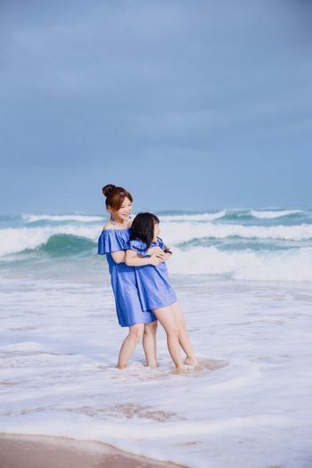 When a big wave came Laughing Mother & Daughter Happiness Togetherness Family❤ Sea Bluedress Familylook The Week On EyeEm Investing In Quality Of Life Done That. This Is Family Summer Exploratorium The Portraitist - 2018 EyeEm Awards The Traveler - 2018 EyeEm Awards The Great Outdoors - 2018 EyeEm Awards