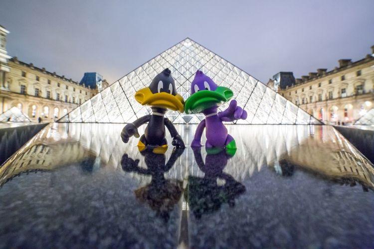 Duffy Duck Daffyduck Looney Tunes Pyramide Du Louvre