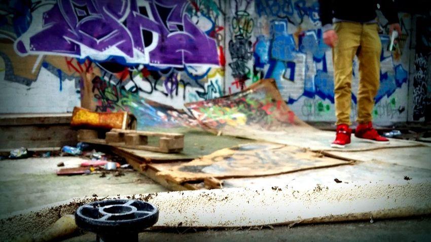 Low Angle View Graffitti Wall Abandoned Abandoned Buildings Graffiti Art Graffiti Eyeem Graffiti