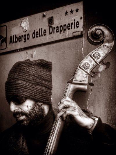 Monday Mention Tadaa Community Street Photography ... Contrabbasso
