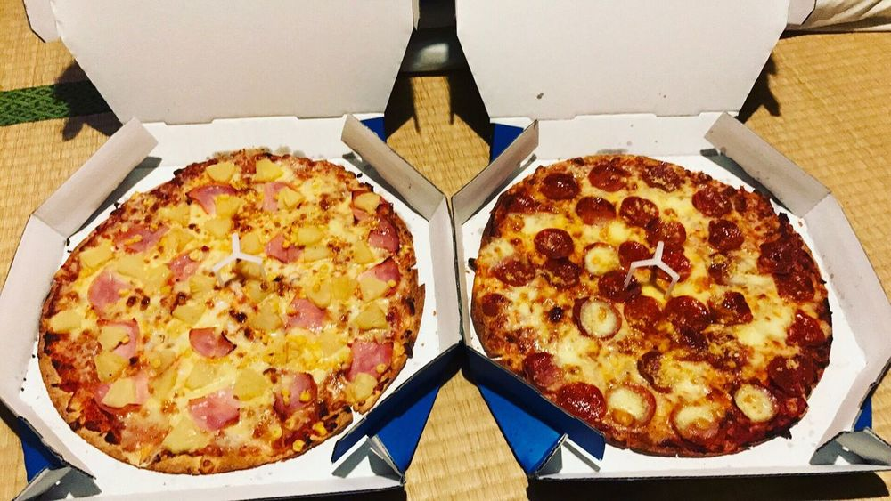 loving this Food And Drink Food High Angle View Pizza Ready-to-eat Fast Food Take Out Food Indoors  Tokyo Temptation Unhealthy Eating Hungry Hawaiian Pizza