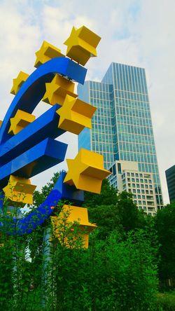 Learn & Shoot: Layering EZB Frankfurt Urban Spring Fever