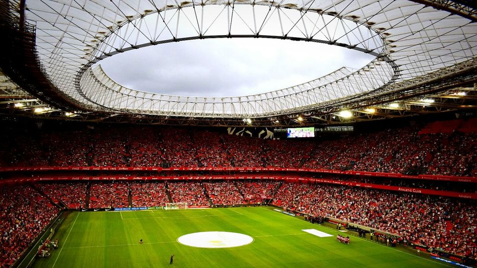 Famous Place Cloud - Sky Modern Built Structure Multi Colored Travel Destinations Match Sport Sport In The City Futboltime Futbol Pasion Futbol⚽ Futball Passion Estadium Bilbao