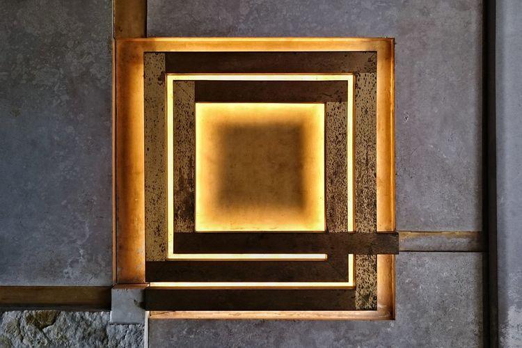 O Olivetti Shop Historic Fondoambiente Design Wall Stylized Gold Light Carlo Scarpa Interior Interior Design