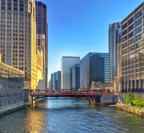 Beautiful Morning! Friday ✌ Chicago Riverwalk Chicago IPhone Capture The Moment Amateurphotographer  Eyemphotography Eyemphotography With Smartphone Eyeemchicago Eyeemurban Reflections Chicago Architecture ✈️
