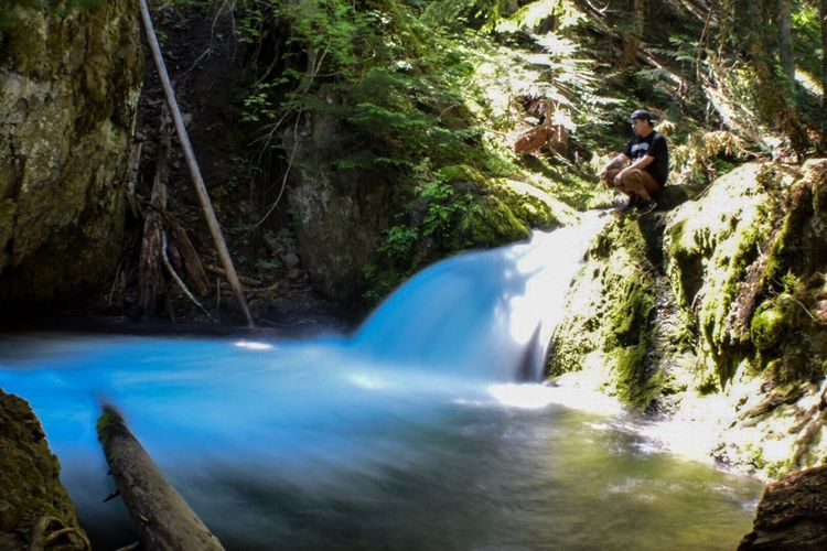 Chillin next to a small waterfall just before the big one:) That's Me Hanging Out Nikond3300 The Essence Of Summer Longexposure Waterfalls And Calming Views  Waterfall #water #landscape #nature #beautiful Outdoor Photography Oregonlife Oregonexplored Longexposurephotography Waterfall_collection
