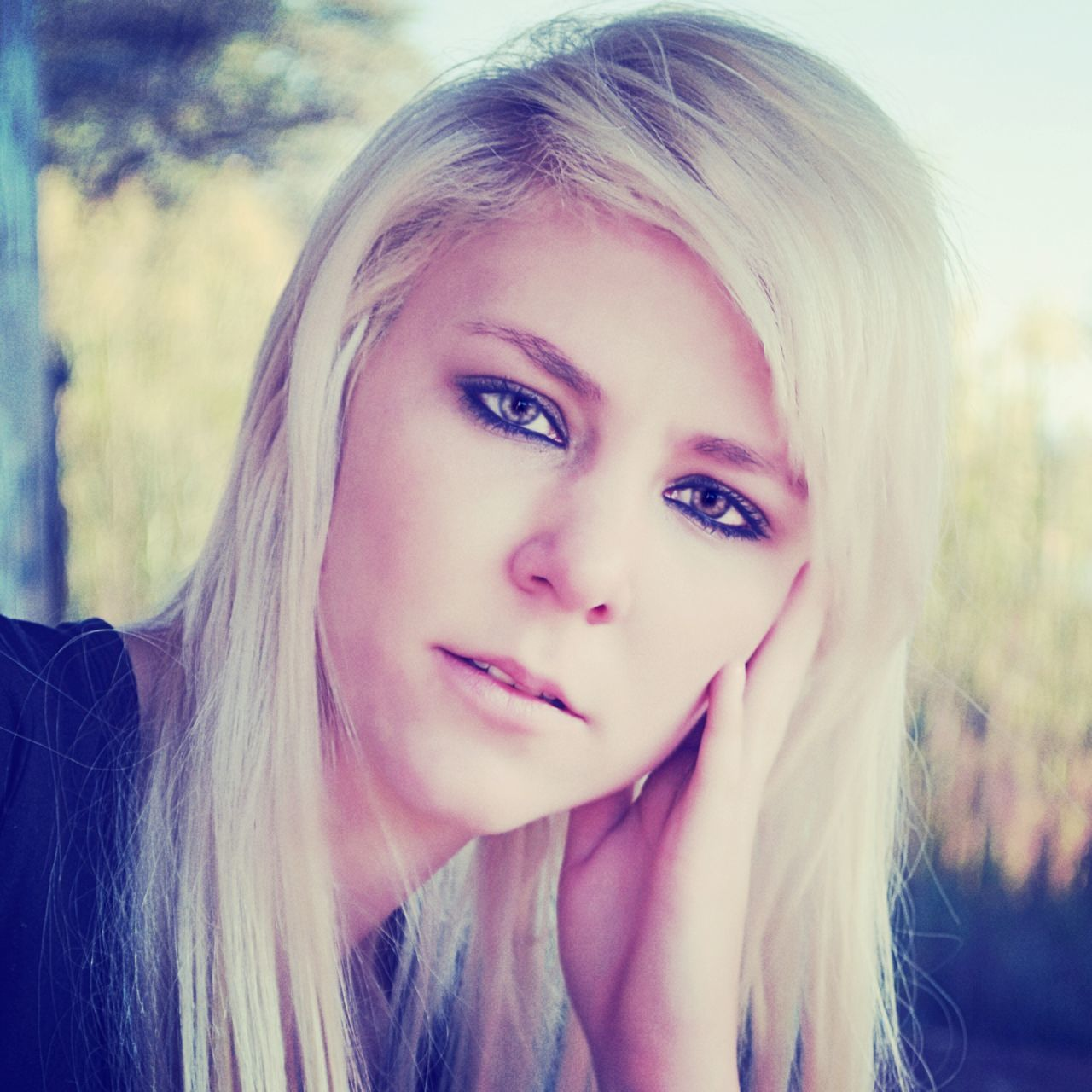 individuality, character, blond hair, beautiful woman, one woman only, outdoors, day, young adult, close-up