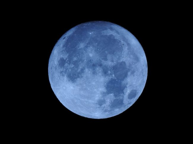 Astronomy Beauty In Nature Black Background Blue Full Moon Luna Moon Moon Surface Měsíc Nature Night No People Outdoors Planetary Moon Scenics Sky Space Tranquil Scene Tranquility úplněk