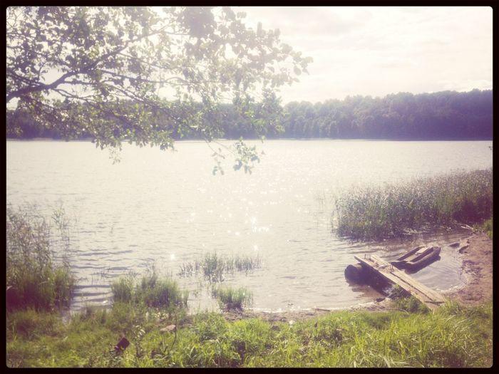 Что может быть лучше хорошего отдыха на природе рядом с озером.