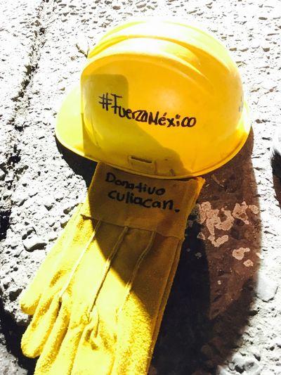 En estos días se ha vuelto normal ver estos instrumentos de trabajo, han salvado vidas, gracias mexicanos por qué somos una unión y un compromiso!! Orgullosa de ayudar ... Mexico FuerzaMéxico Unidos  Paint The Town Yellow