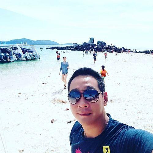 Phuketisland Islandhop Islandhopping Umbrellas Beach Beachlife Thailandisland Thaibeach SandyBeach Sand Sunnyisland Island Phuket Thailand Clearskies Igers Igersphuket Igersthailand Igersmalaysia Igersmalaysian Photooftheday Likes4likes Likeforlike Like4like L4l like4likes selfie 😎 It was too hot to take a selfie lol.