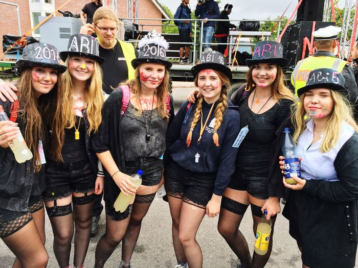 Abiumzug Abi  Abitur 2016 Chaostag Rasierschaum Drink Alcohol Party Music Ladies Friends