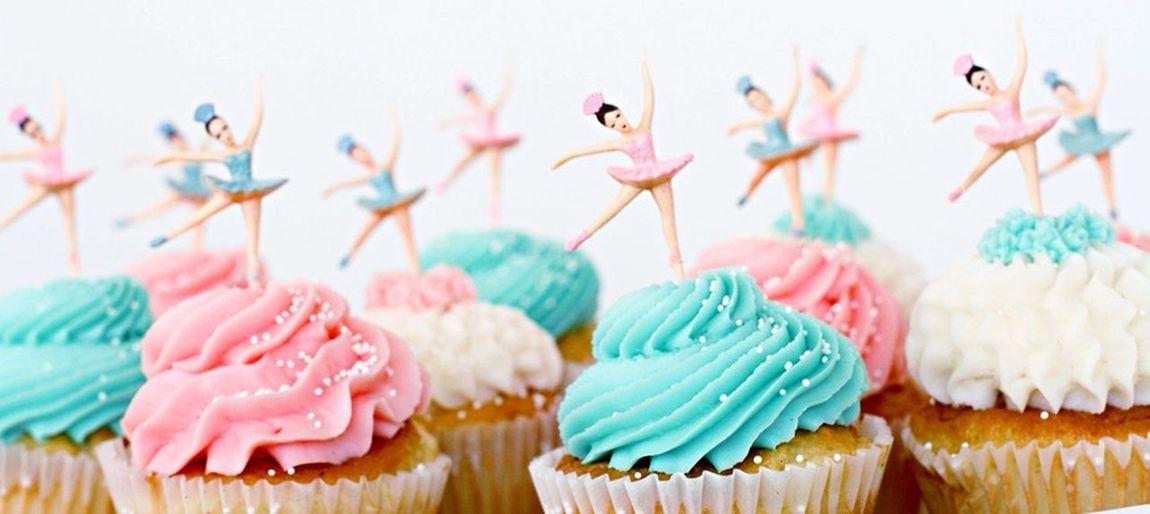 👯 Cupcakes Girl Dancing First Eyeem Photo Birthday Girl Lots Of Frosting Dancing
