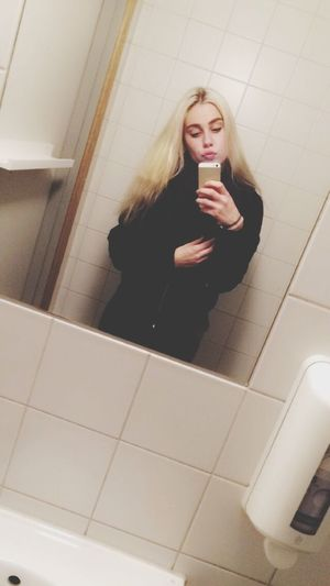 Desrcibe your dreamgirl?💁🏼😍 School Platina Hair Music Is My Life Highforthis
