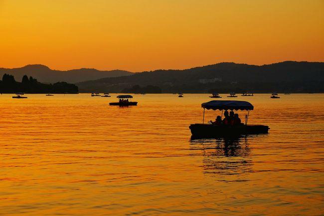Sunset Mountain Silhouette Water Reflection Lake Scenics Outdoors No People Mountain Range Landscape Sky Nature Beauty In Nature Warm Glow Hangzhou,China Lake View West Lake, Hangzhou Light And Shadow FUJIFILM X-T10 China View Tranquility Yellow Travel Silhouette