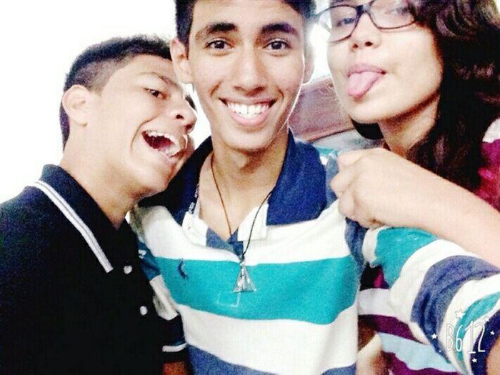 Amizade boa é assim: três idiotas juntos. ❤